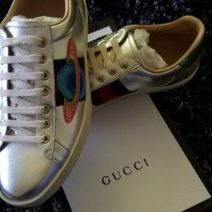Gucci embroidered leather ace sneakers